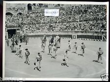 PHOTO ANCIENNE ..ANNEES 50 .. ARENES DE NIMES .. CORRIDA .. TOREADOR . TAUREAUX