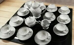 12 Personen Kaffeeservice. 70er. Porzellan . Walbrzych -Poland. Weiß