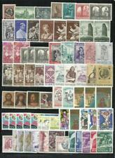 VATICANO. Conjunto de 70 sellos nuevos sueltos.