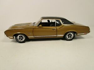 ERTL 1/18 AMERICAN MUSCLE AUTHENTICS GOLD 1970 OLDSMOBILE CUTLASS *MINOR ISSUE*