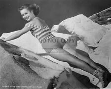 DEBBIE REYNOLDS LEGENDARY ACTRESS - 8X10 PUBLICITY PHOTO (ZY-686)