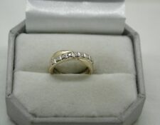 Very Nice 9ct gold And Diamond Cross Over Design Ring
