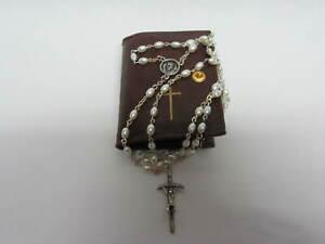 Corona Rosario Papa Francesco grani bianchi effetto perla portarosario pelle