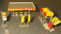 Faller 145 -- Diesellok Tankstelle plus Tanksäulen und Fahnen (P/L31)