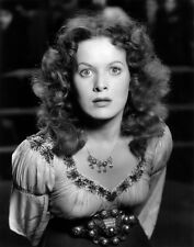 Maureen O'Hara UNSIGNED photo - C758 - The Hunchback of Notre Dame