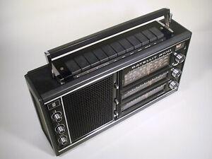 GRUNDIG SATELLIT 2100, Kofferradio / Weltempfänger 1973, schwarzes Gehäuse