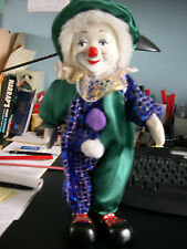 Clown musical à pompons, Haut. 34cm.