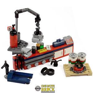 Mechanics Garage workshop. Car mechanic cargo numberplates | All parts LEGO