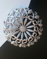STUNNING Designer VTG Silver Tone DAISY Flower Swirl Scroll Brooch Coat Hat Pin