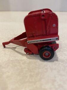 ERTL 1/64 Scale Diecast Case 2400 IH International Harvester Round hay Baler