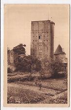 huriel , la toque ,donjon carré ,architecturemilitaire du XIIe siècle