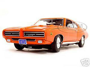 1969 PONTIAC GTO JUDGE ORANGE 1/18 DIECAST MODEL CAR BY MOTORMAX 73133