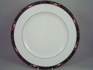 "ROYAL WORCESTER PRINCE REGENT 10 5/8"" DINNER PLATE."