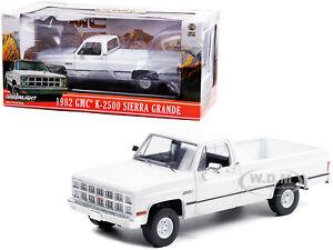 1982 GMC K-2500 SIERRA GRANDE WIDESIDE PICKUP WHITE 1/18 MODEL GREENLIGHT 13562