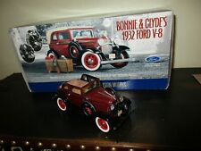 """Franklin Mint-"""" Bonnie & Clyde 1932 Ford V-8 Diecast Car 1:24 Scale"""