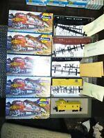 5x Athearn Blue Box HO Scale Kits 2 Gondola Cars - 2 Flatcars & Union UP CABOOSE