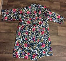 BEAUTIFUL FLORAL PRINT DENTELLE WOMEN'S PEIGNOIR ROBE IN SIZE SMALL W/ HANGER