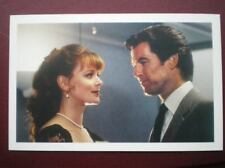 POSTCARD JAMES BOND GOLDEN EYE - PIERCE BROSNAN - SAMANTHA BOND (MISS MONEYPENNY