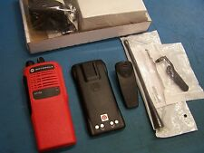 "Motorola HT750 UHF 450-512MHz 4 Channel AAH25SDC9AA2AN New ""VFD"" Red Tested"
