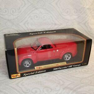 NIB Maisto 1:18 Special Edition 2000 Chevrolet SSR Concept Model Car Red Diecast