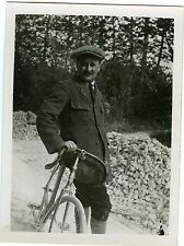 PHOTO snapshot L'homme à la bicyclette vélo moustache portrait CA 1910