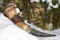 Wikinger Trinkhorn natur 500ml mit Leder Hornhalter in braun für den Gürtel.
