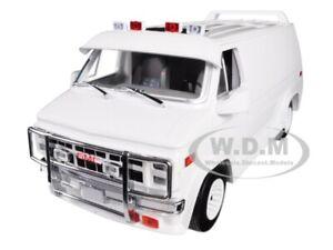 1983 GMC VANDURA CUSTOM WHITE 1/18 DIECAST MODEL CAR BY GREENLIGHT 13522