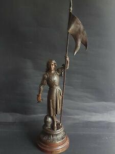 Antike Metall Figur  JEANNE D'ARC  signiert mit Medaille:Paris  um ca.1900