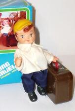 Alter Blechspielzeug Kofferträger mechanisch China Young Traveller Koffer Träger