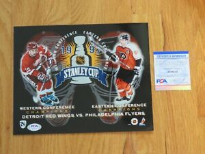 STEVE YZERMAN and ERIC LINDROS 1997 Stanley Cup Finals Photo PSA / DNA AI28212