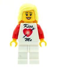 Design Personnalisé figurine fille kiss me Amour Cœur Rouge T-Shirt ST-VALENTIN