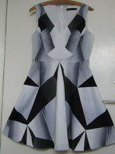 Karen Millen UK12 Bold Gráfico Estampado Geométrico Negro Gris Blanco Vestido Skater