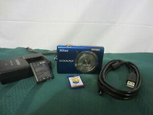 Nikon COOLPIX S570 12.0MP Digital Camera - Blue - Ready to use .