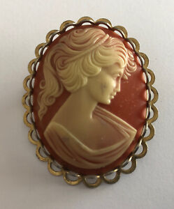 Brooch Cameo Antique And Brass Bore of Young Woman REF64794