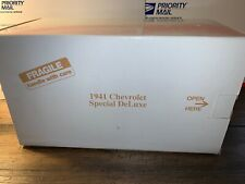 Danbury Mint Classic Cars 1:24 Scale Die Cast Cars 1941 Chevrolet Special DeLuxe
