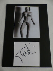 GIANNA NANNINI signed Autogramm in 20x30 cm NACKT Passepartout InPerson LOOK