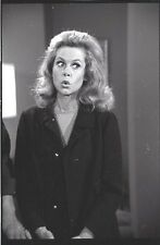 BEWITCHED ELIZABETH MONTGOMERY ON THE SET RARE ORIGINAL 1967 ABC TV NEGATIVE