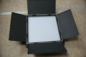 SWIT S-2120DS, 70W LED Panel 5100lx Daylight, V-Mount Version