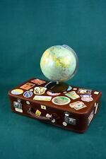 Schöner alter Lederkoffer, Reisekoffer mit Aufkleber und Globus, um 1930