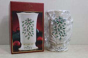 New Lenox Christmas Porcelain Vase Holly  & Berries Scalloped Rim 24k Gold Rim