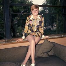 Cilla Black UNSIGNED photo - P2161 -  Singer, TV presenter, actress and author