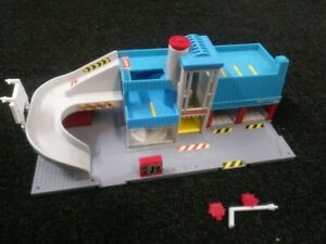 Vintage 1989 Lewis Galoob Micro Machines Service City Center hiways & byways