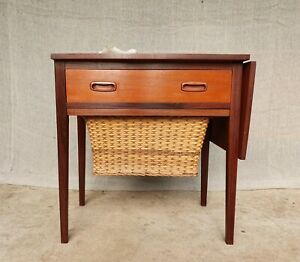 VINTAGE MID CENTURY TEAK SEWING TABLE SIDE LAMP TABLE WICKER SEWING BASKET UNDER