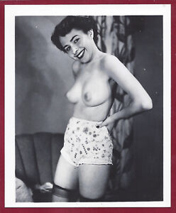 1950s Vintage Risque Photo~Perfect Firm Perky Body Dark Puffy Pinup in Stockings