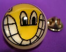 smiley Pin Brosche Bildmotiv Jim Avignon in Kunstharz halbkugel retro 90er SoHo