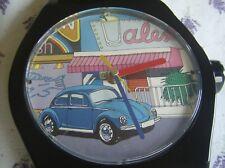 1970er Wanduhr in Form einer Armbanduhr mit VW Käfer Motiv Volkswagen Vintage