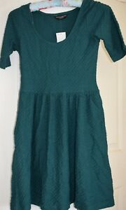 Dorothy Perkins  Dress Dark Green waffle pattern Size 8 New with Tags