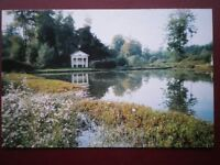 POSTCARD B20 BUCKINGHAMSHIRE REFLECTIONS IN THE LAKE HALL BARN BEACONSFIELD