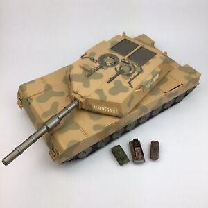 Micro Machines Tank Play Set 2001 + 3 Micro Machines