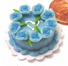 1:12 Scale Round Cake With Blue Icing & Roses Dolls House Bakery Accessory T6b